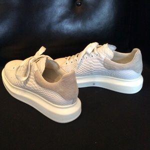 Alexander Mcqueen Sneakers Limited
